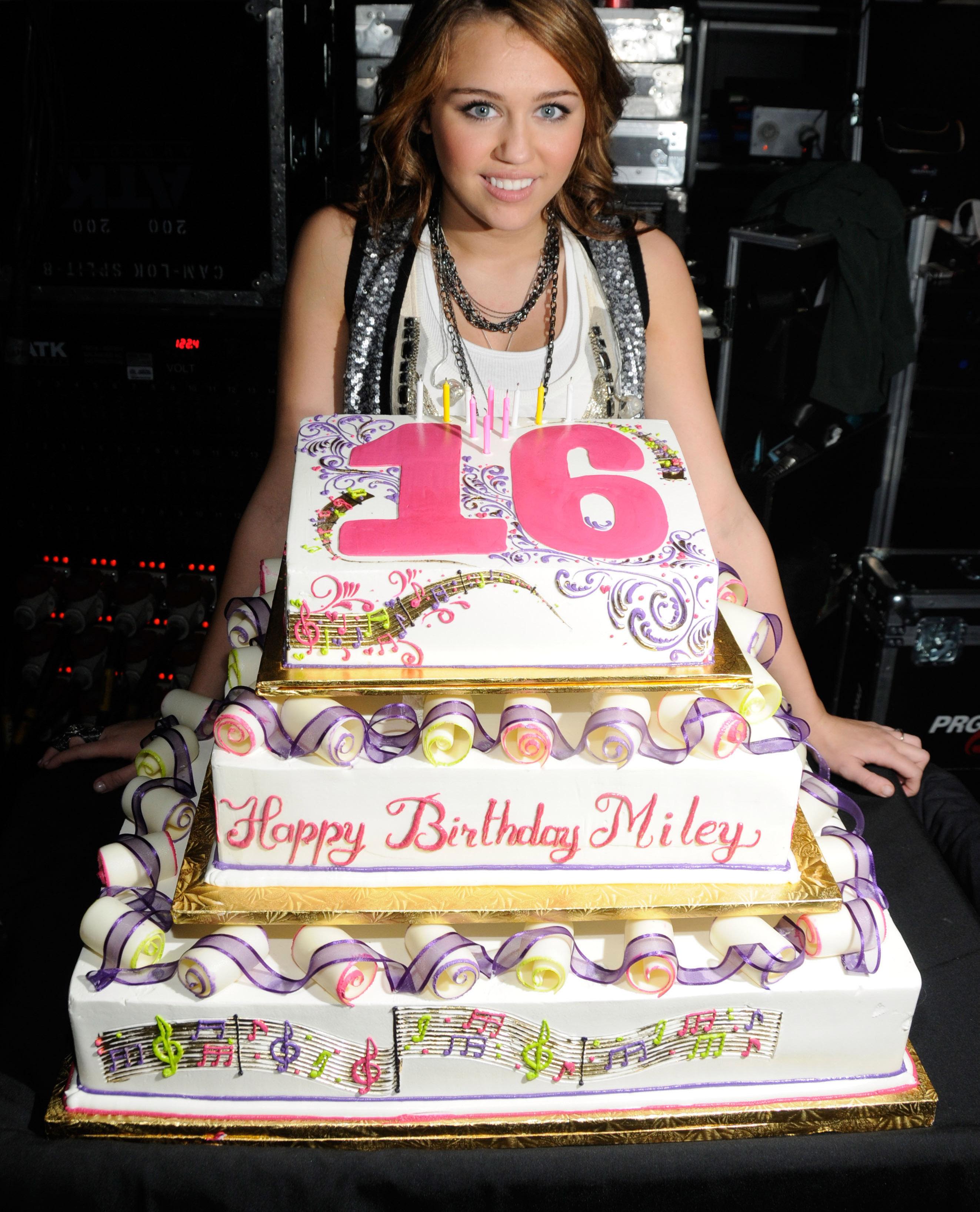 12 insane cakes your
