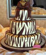 (1006) Zebra Stripe Wedding Cake