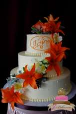 (1106) Orange Lily Wedding Cake