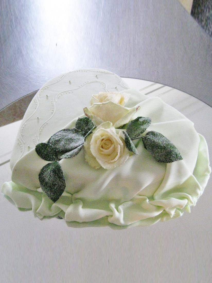 HochzeitsTorte Rose auf Herz auf Jade