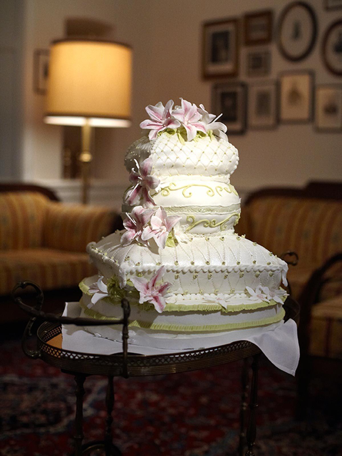 HochzeitsTorte Kissenstapel auf Jade