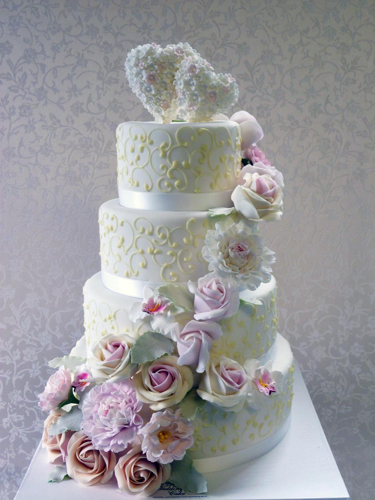 HochzeitsTorte Cottage Torte mit Zuckerblten auf Jade