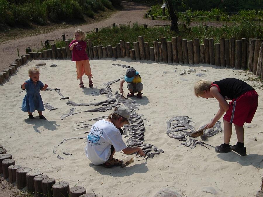 Sculptuur gemaakt door Jaap Roos. Dit model is gebruikt voor scholing en vrijetijdsbesteding van kinderen. Kinderen kunnen op deze manier kennis maken met archeologie