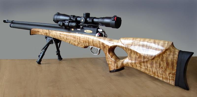 Klof handgemaakt en eigen ontwerp ,het houtsnijwerk is bestaat uit Gewaterd Esdoorn/ Riegel Ahorn