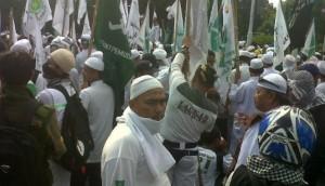 Massa FPI demo di Kedubes Myanmar (VIVAnews/Rohimat)