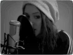 Charlotte-Eriksson-singing-in-front-of-mic-j_1