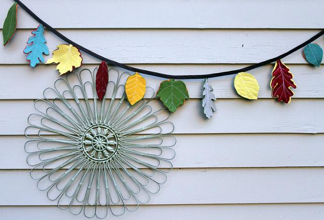 Guirnaldas navideñas de hojas de fieltro