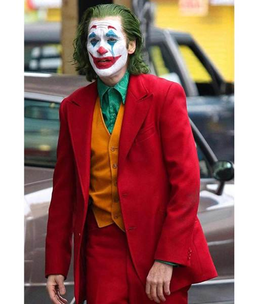 joaquin-phoenix-joker-red-coat