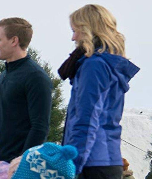 jessy-schram-amazing-winter-romance-julia-hoodie