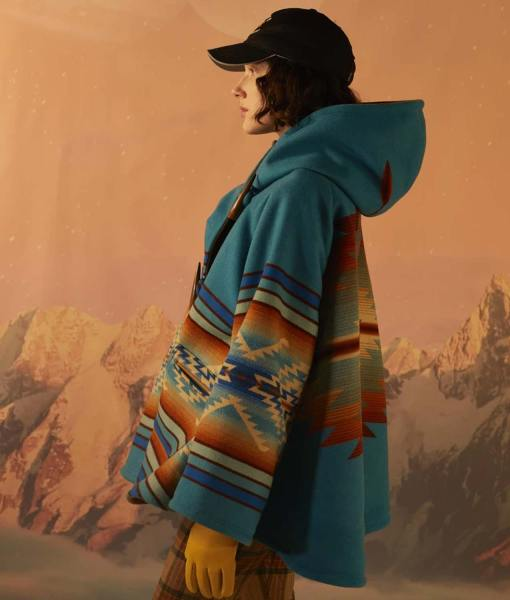 yellowstone-s03-beth-dutton-cloak
