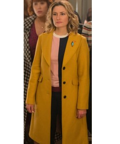 riverdale-lili-reinhart-yellow-coat