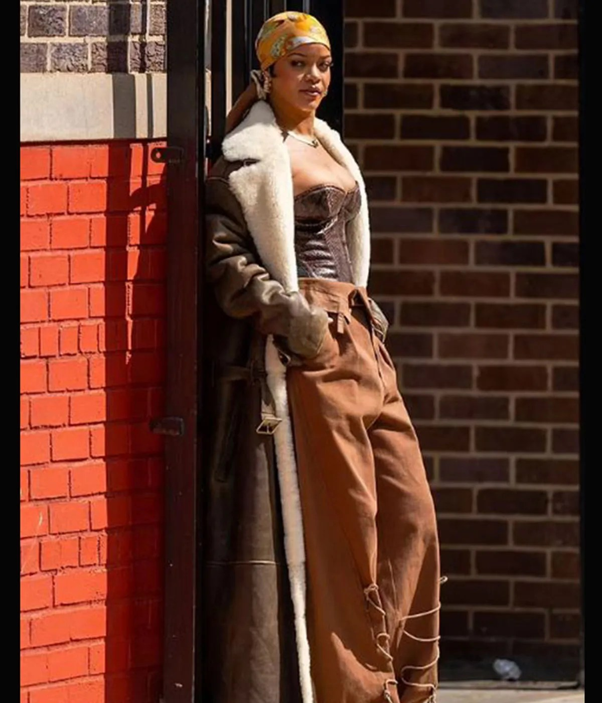 rihanna-nyc-the-bronx-of-new-york-city-leather-coat