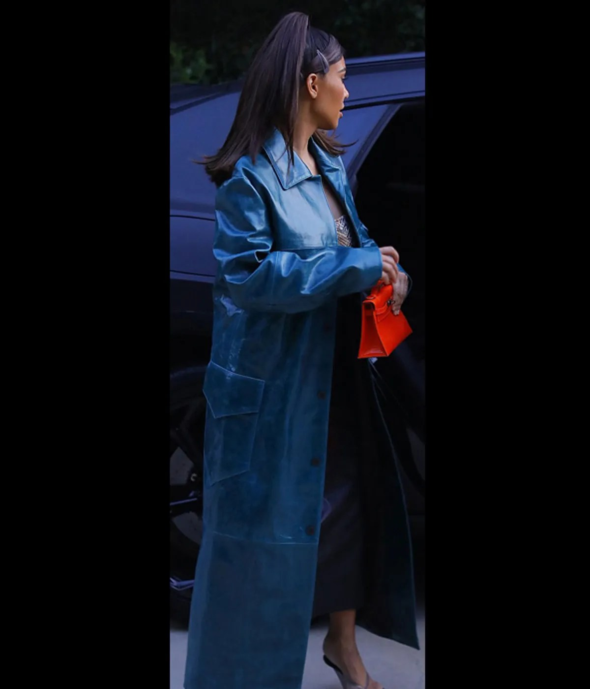 street-style-kim-kardashian-blue-coat