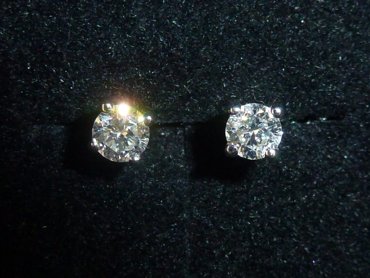 cafe690b7 18ct White Gold Diamond Solitaire Stud Earrings