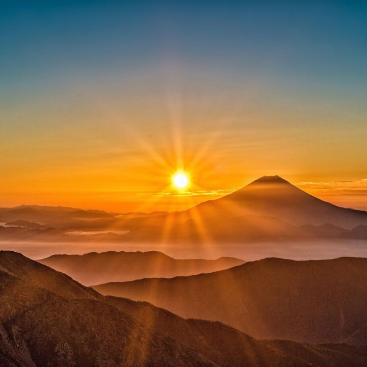 太陽モチーフの画像