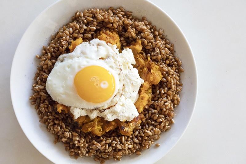 Creamy Wheat Berry Breakfast Hash Bowl
