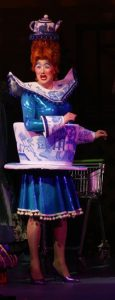 antony-stuart-hicks-as-widow-twankey-aladdin-queens-theatre-barnstaple-201011