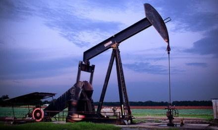 Zombies appear in U.S. oilfields as crude plumbs new lows