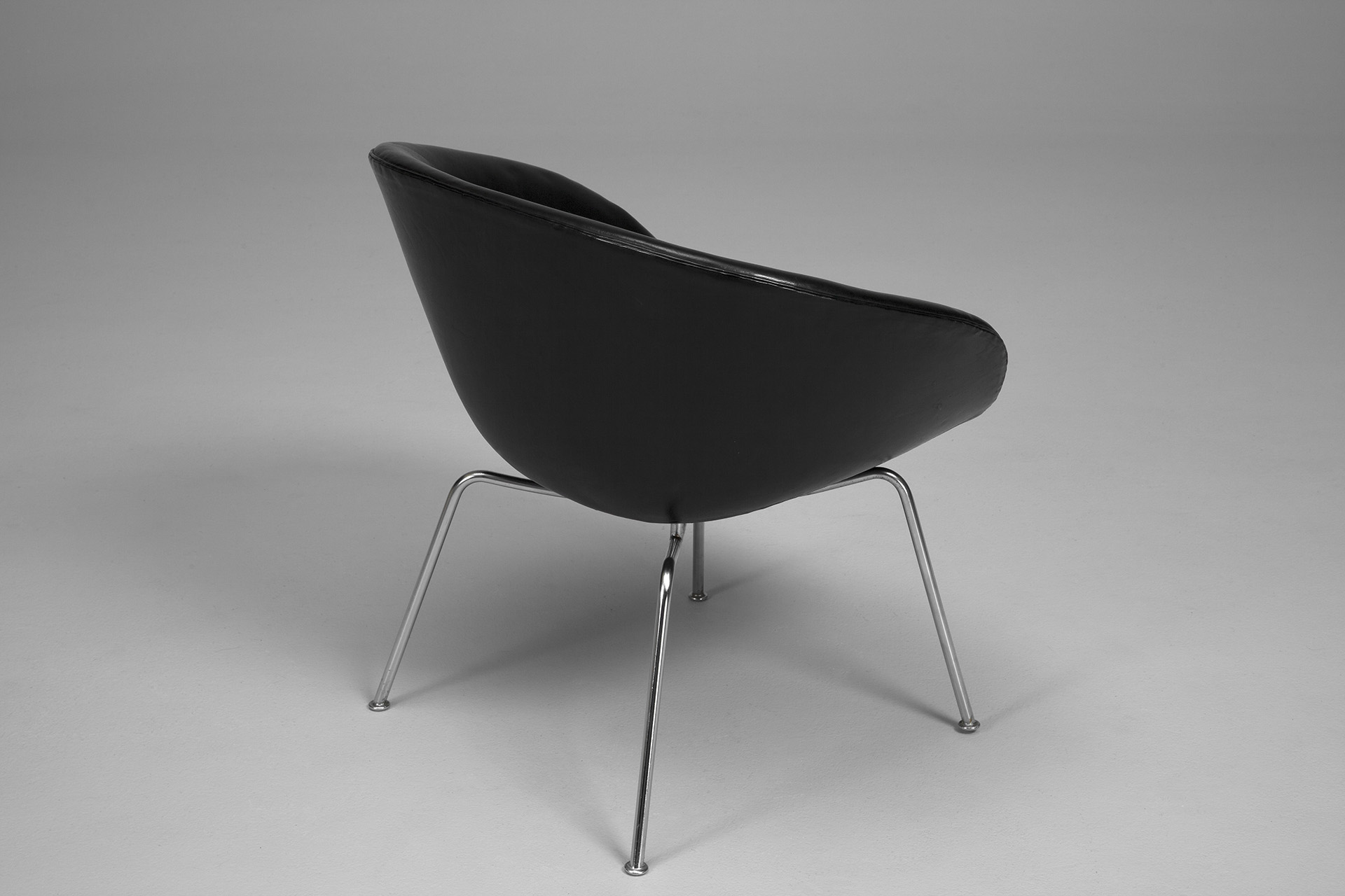 wheelchair with pot deck chair picture frame jacksons arne jacobsen