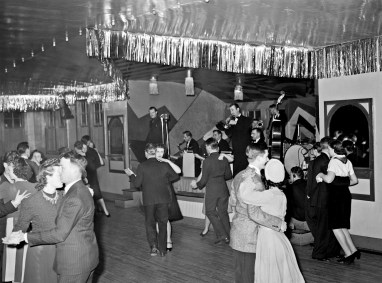 Dance+hall,+Saturday+night,+Marshalltown,+Iowa,+1940[1]