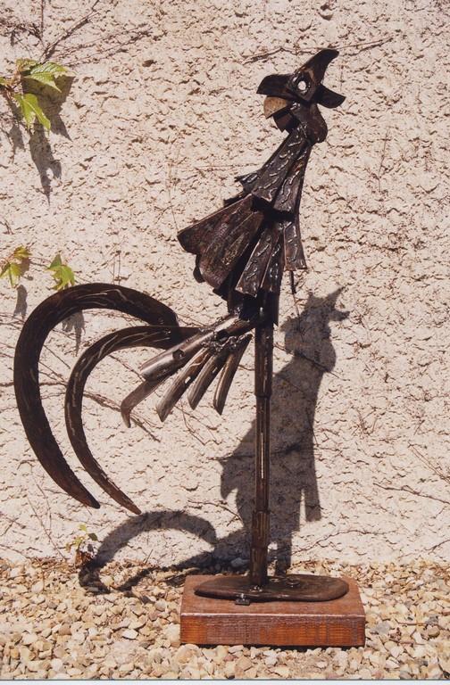 sculpture en acier stunning homme au chapeau sculpture en acier corten by jeanmichel folon with. Black Bedroom Furniture Sets. Home Design Ideas
