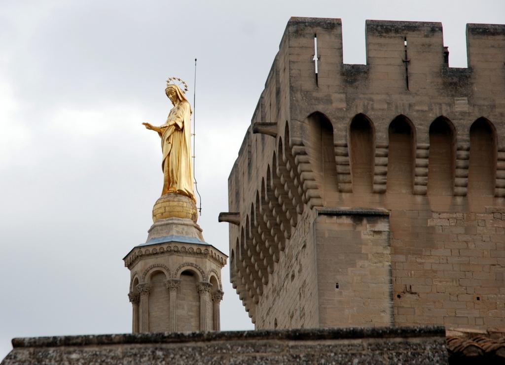 Le palais des Papes une forteresse dpouille de toutes ses richesses du pass ou presque