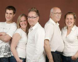 Mon père et ses petits enfants.