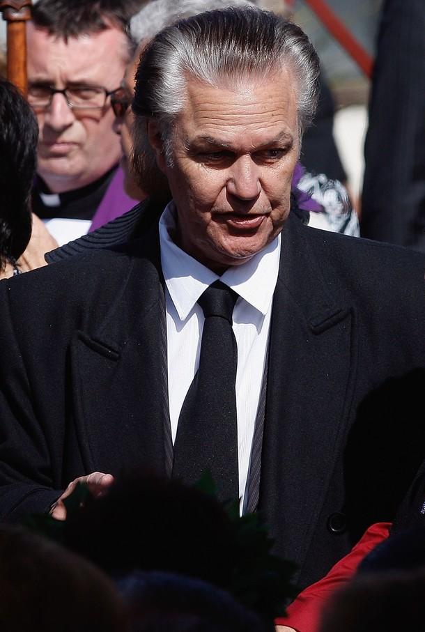 John Rowles ai funerali del discografico Howard Morrison