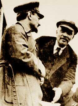 Trotsky e Lenin, immagine dal web.Nella foto completa c'è anche Bucharin, sulla destra