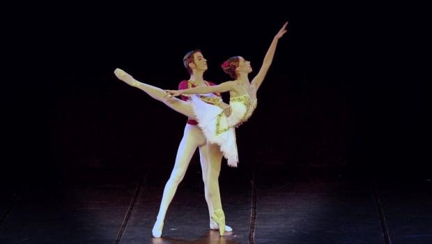 ACompanhia Paulista de Dançae Adriana Assaf apresentam a peça completa de Paquita