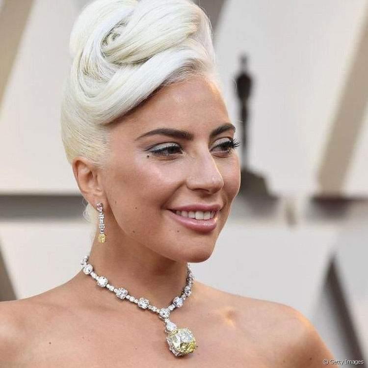 Mas quem roubou a cena de verdade foi esse colar MARAVILHOSO de Lady Gaga!
