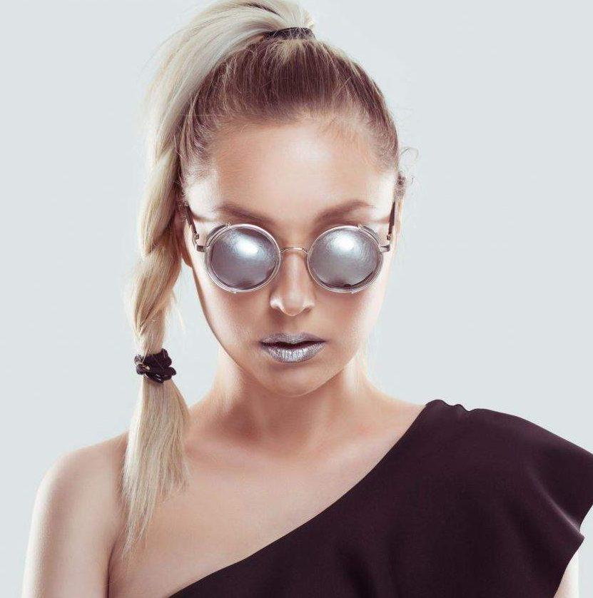 Lábios metalizados dão um ar futurista à maquiagem do Lollapalooza