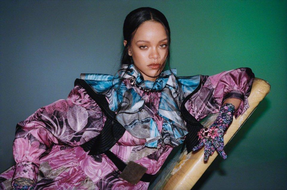 Rihanna arrasou no ensaio fotográfico para a revista Vogue de Hong Kong!