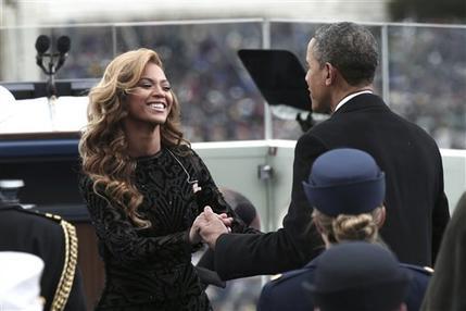 Obama saluda a Beyonce tras la interpretación del Himno