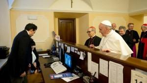 Papa Francisco paga cuenta de residencia 14/0/2013