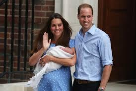 Príncipe Guillermo y su esposa Catalina con su hijo