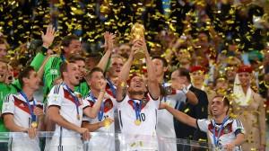 La selección de  fútbol de Alemania celebra el triunfo