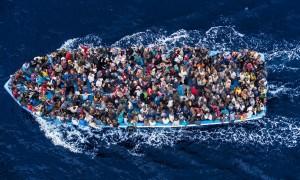 Nave con inmigrantes
