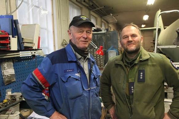 Kjell sammen med Ole Sigurd Sørensen. Han er kaptein og nestkommanderende for luftfartsdelen av Forsvarets museer, som innbefatter luftforsvarsdelen av museet i Bodø