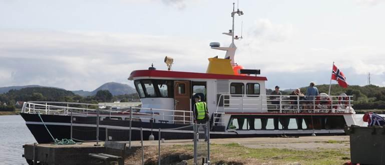 Her ligger båten klar til å ta imot gjester