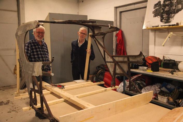 Her har Roar og Øystein startet byggingen av jiggen