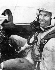 Alf Granviken i en F-5 Freedom Fighter sommeren 1967. På denne tiden var Alf major og skvadronssjef i 336 skvadron som nylig hadde fått æren av å bli landets første skvadron til å ta i bruk F-5. Foto: Faksimile fra Stavanger Aftenblad 1. juli 1967.
