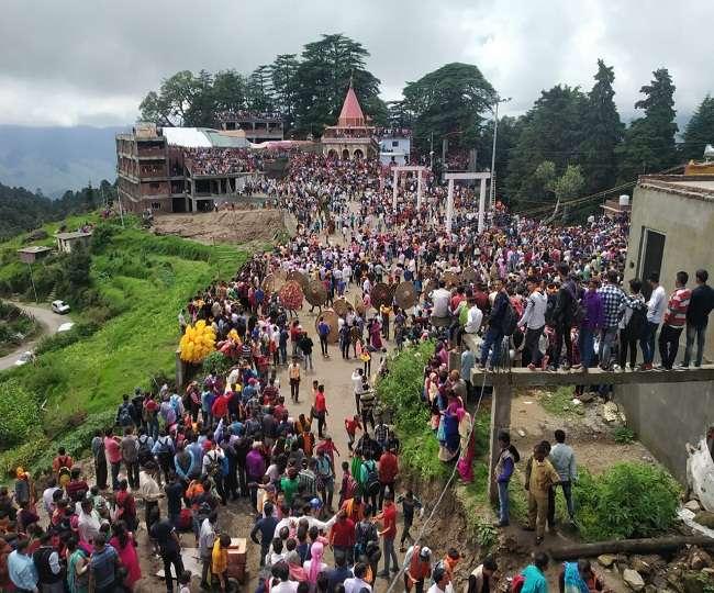 देवीधुरा स्थित मां बाराही देवी के आंगन में इस बार नौ मिनट चली बग्वाल, 122 रणबांकुरे हुए घायल