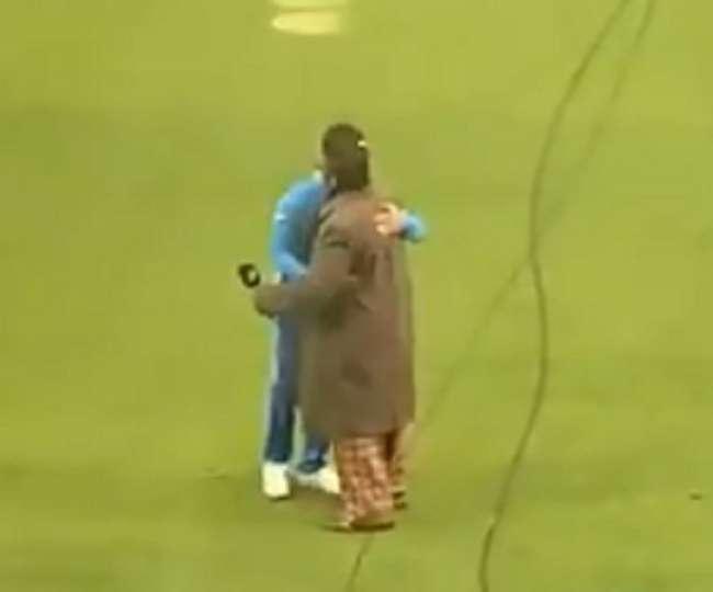 India की जीत के बाद Ranveer Singh ने स्टेडियम में Virat Kohli को लगाया गले, VIDEO VIRAL