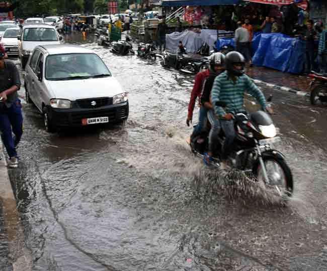 झमा-झम बारिश लोगों के लिए लेकर आई आफत, ताल-तलैया में तब्दील हुआ शहर Dehradun News
