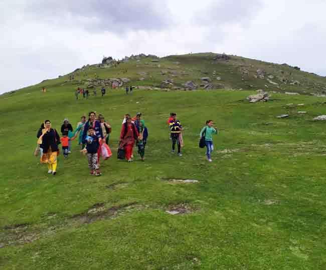 प्रकृति ने यहां बख्शी हैं बेपनाह खूबसूरती, हिमाचल से पहुंचे रहे हैं पर्यटक