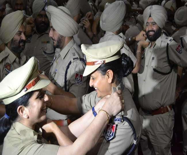 पंजाब में पुलिस अफसरों को प्रमोशन में खूब मेहरबानी, केंद्र की सेवा में डिमोशन भी मंजूर