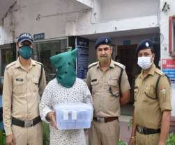 पुलिस ने 6.12 लाख रुपये में से 5.51 लाख रुपये बरामद कर आरोपित को कोर्ट में पेश किया।