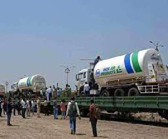रेलवे ने पिछले 16 दिनों में पूरे देश में 2,067 टन आक्सीजन पहुंचाई