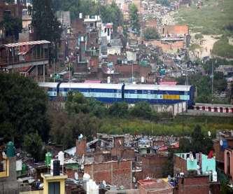 शनिवार को नोटिस चस्पा करने से पहले रेलवे अफसरों की स्थानीय प्रशासन के अफसरों के साथ बैठक हुई।